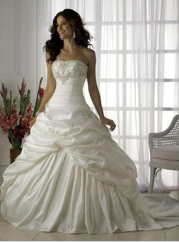 Gorgeous wedding dress of ivory color
