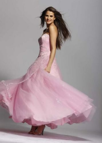 Delicate ball gown of pink color